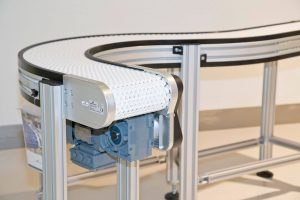 Förderer mit Kunststoffmodulband